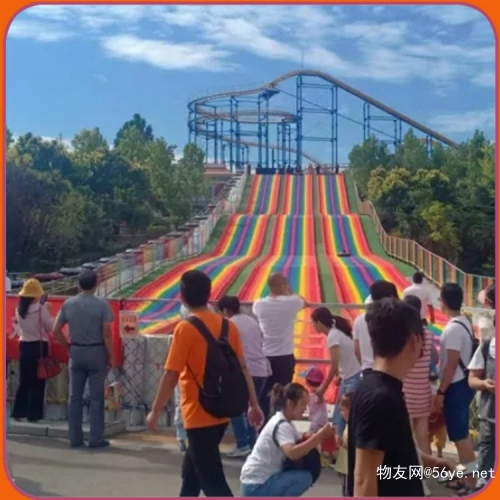 绚丽陡直的彩虹滑道很好玩 彩虹滑道项目在新疆