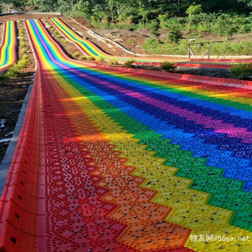给自己放个假犒劳一下自己吧 彩虹滑道旱雪板 景区滑草滑道